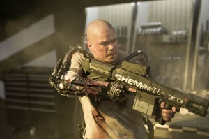 Matt Damon getting his gun on in Elysium